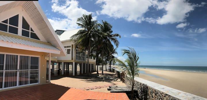 Saaifon Beachfront Villa HuaHin