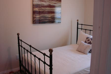 *NEW WINTER DISCOUNTED RATE* PRIVATE ROOM LI (2)
