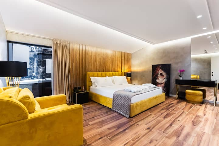 La Suite Boutique Hotel 402