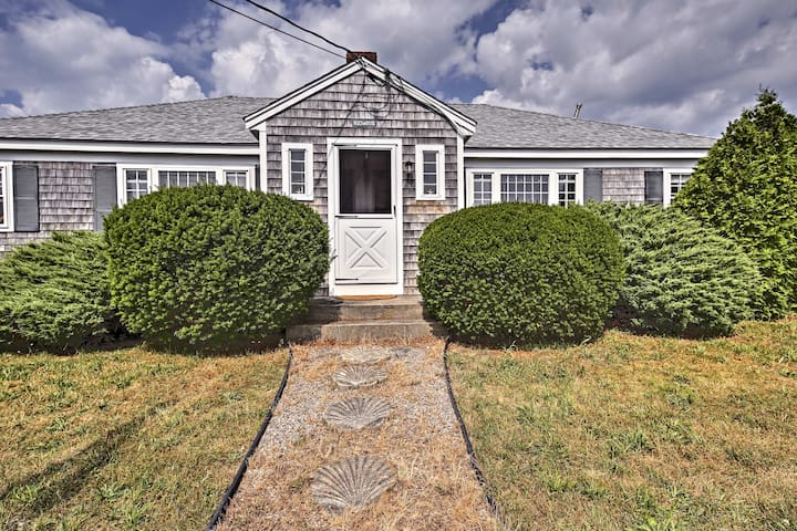 Contemporary Cottage - Walk to Craigville Beach!