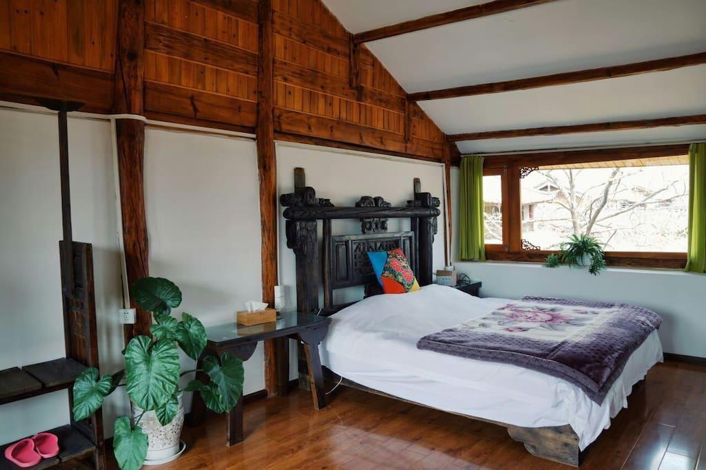 卧室2:2*1.8米双人床