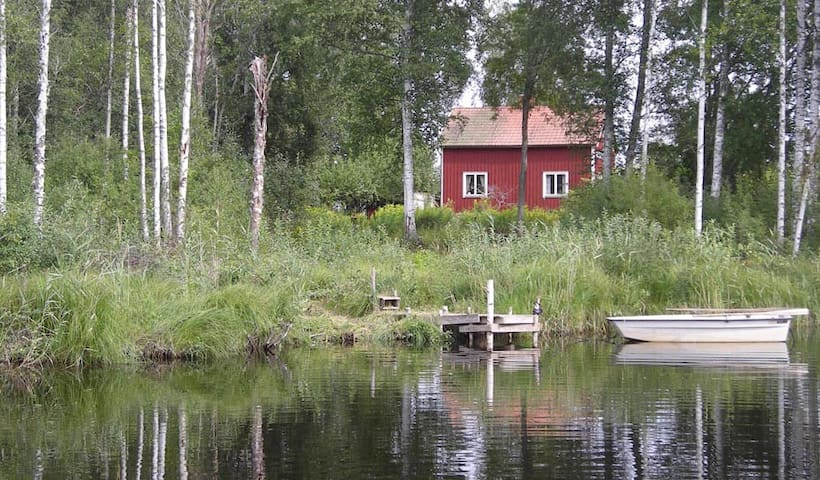 Next to the water in Lövåsen, Dalarna - Säter N - Huis