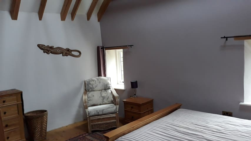 Spacious bedroom with ensuite in Porlock, Exmoor