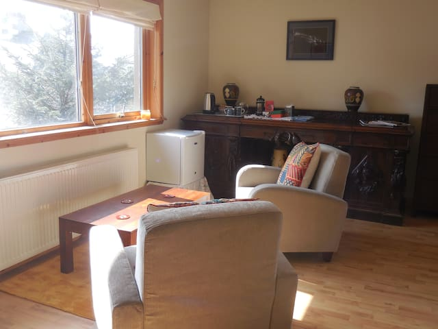 Bright double room with ensuite, central Lerwick.