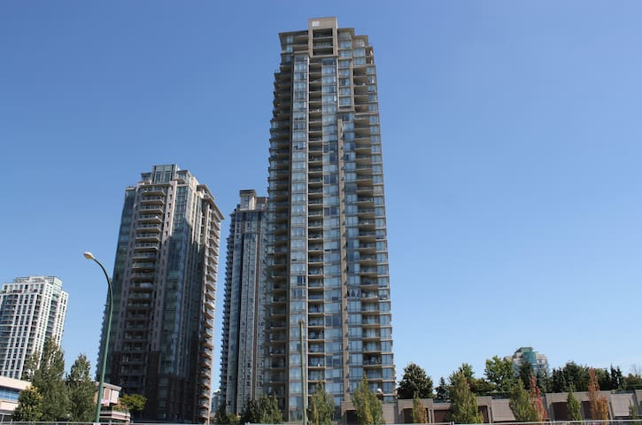NEW Luxury 1BR Apt Coquitlam Center! Free Parking! - Coquitlam - Apartamento