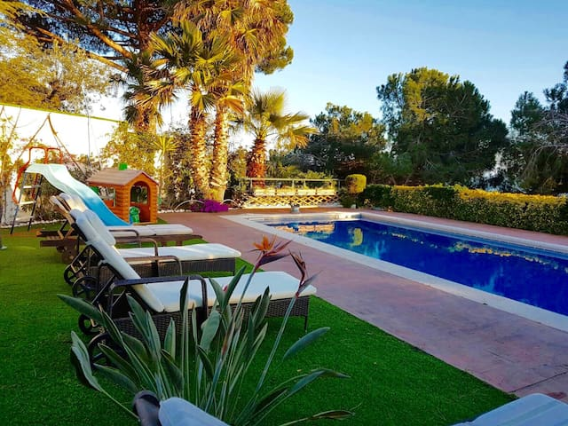 House with big private swimming pool and play area - Sant Cebrià de Vallalta - Villa