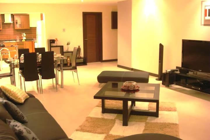 MODERN, FULLY FURNISHED, SERVICED FLAT IN JUFFAIR - Manama - Huoneisto