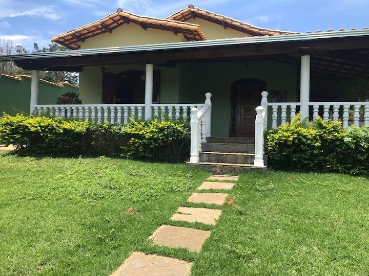 Casa em condomínio entre L. Santa e Serra do Cipó