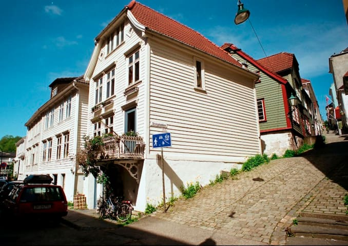 Beautiful townhouse at popular Nordnes! - Bergen - House