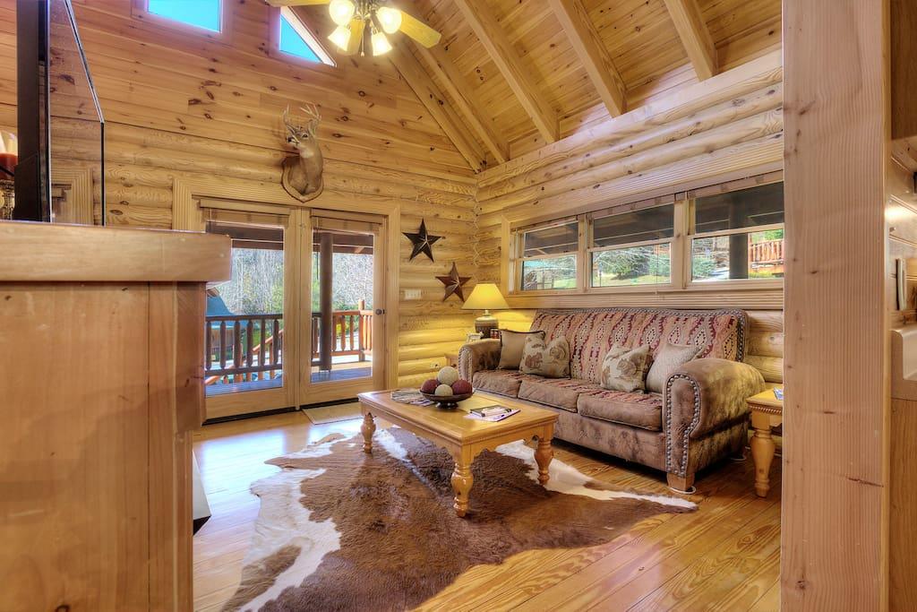 Wowzer!! 2 story living room!!