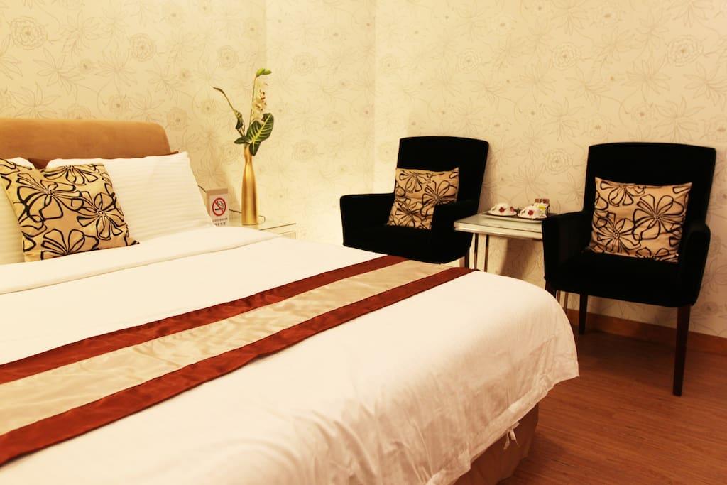 舒適的床和沙發
