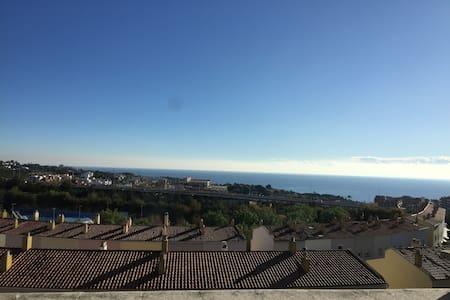 Preciosa Buhardilla con vistas al Mediterráneo.