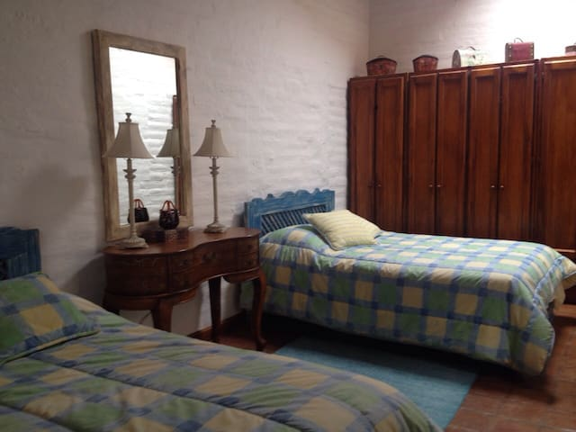 Room surrounded by nature 2 Guests Tumbaco-Quito - Quito - Huis
