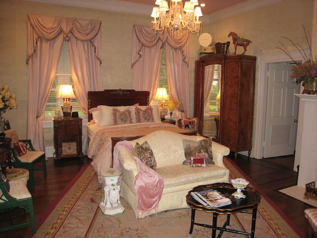 Belle Oaks Inn  - Boothe Bridal Suite - Gonzales - Bed & Breakfast