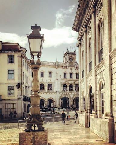 Апартаменты в минуте от Росиу в тихом лиссабонском патио