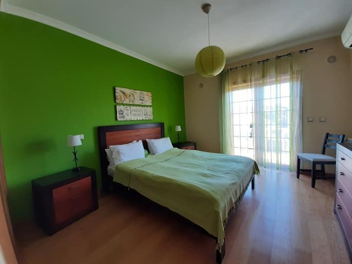 Double room with one bed. Villa dos Teixos
