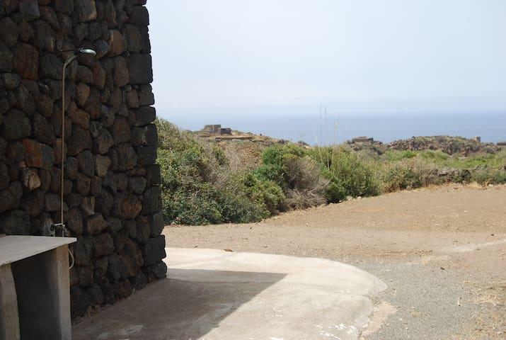 Dammuso per due con vista su Punta Fram - Pantelleria - Casa de campo