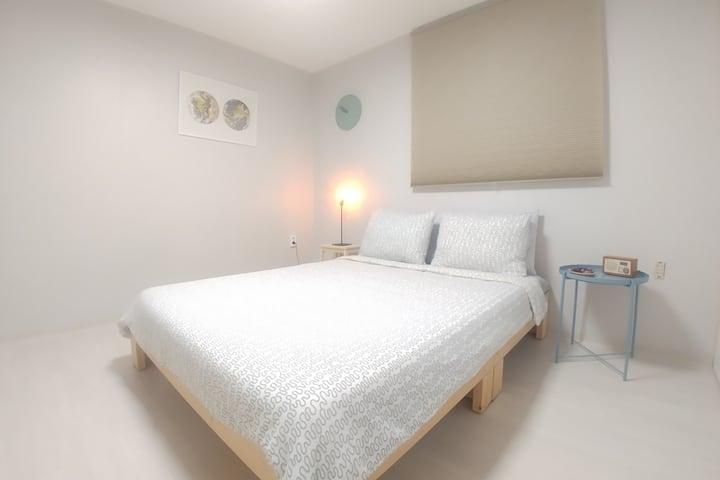 No share (1 bed ,1 bath) house / Free WiFi