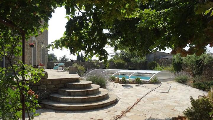 Maison en pierre avec clim, wifi, piscine, parking