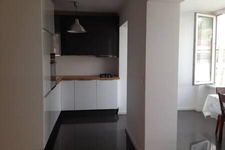 Современная, очень чистая 2х комнатная квартира
