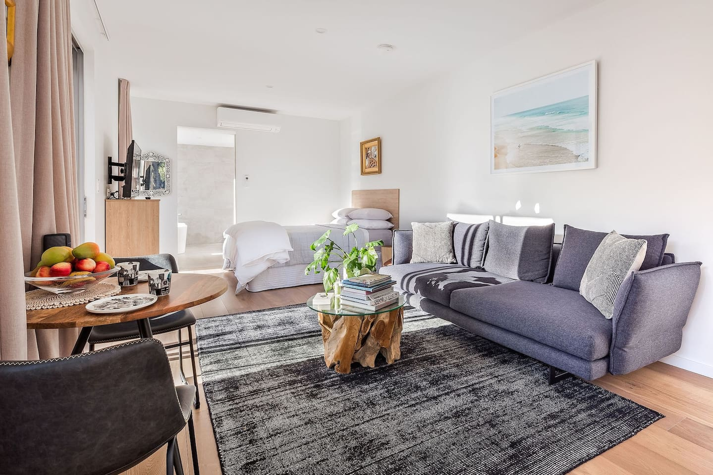 Beautiful brand new Villa Amare.  Perfect for a weekend getaway.  Stunning couples retreat set on a bush block in Yallingup with sweeping views over Mt Duckworth and  distant views of the magnificent Yallingup beach.   Peaceful, tranquil, private.