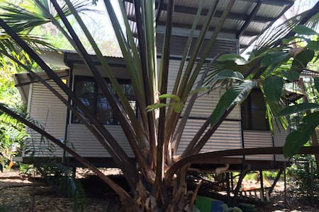 Tropical private bungalow - Ludmilla