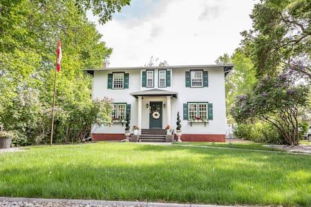 Luxurious vintage family manor