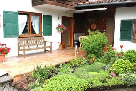 Gemütliche Ferienwohnung mit Bergblick - Flintsbach am Inn