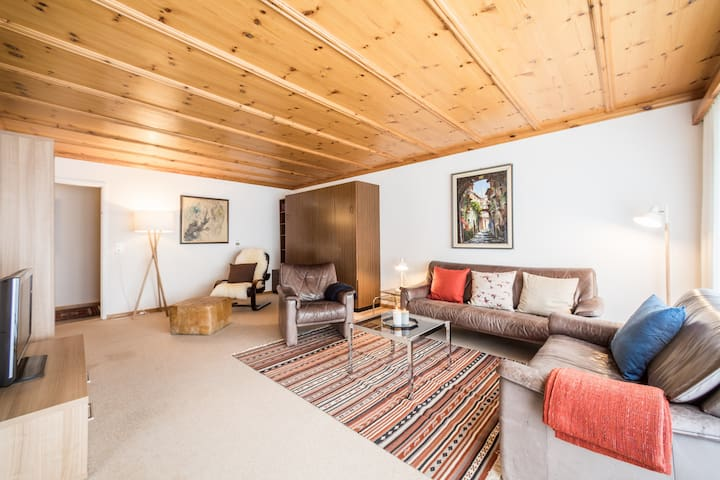 Big 3BR apartment right next to the valley station in Laax (Signina 1-13a)