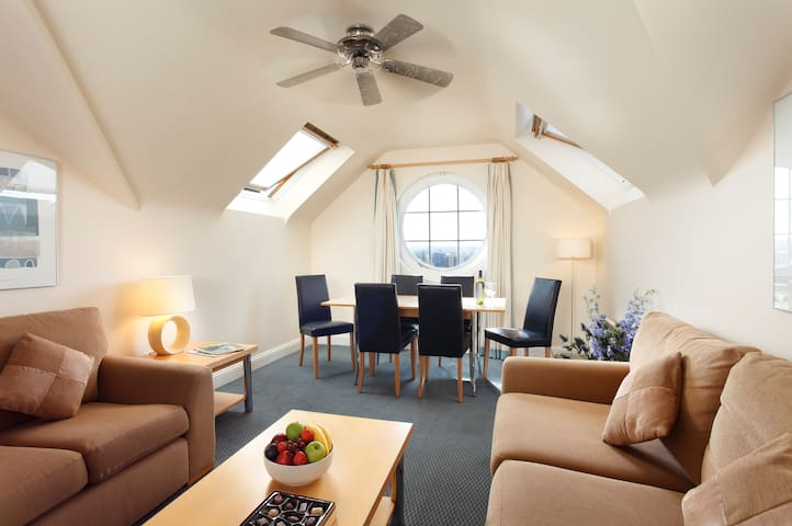 St Helier Two Bedroom Apartments - Wohnung