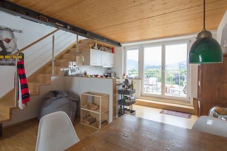 Dachwohnung mit Terrasse, top Ausstattung - Freiburg - Lakás