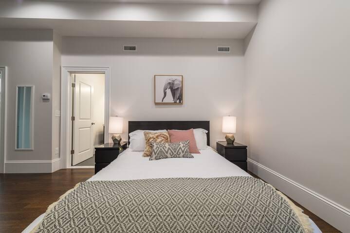 10 Min to Back Bay! New, Beautiful Luxury Home! - Newton - Condominio