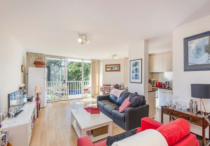 Quiet and Convenient Two Bed Apartment in Barton