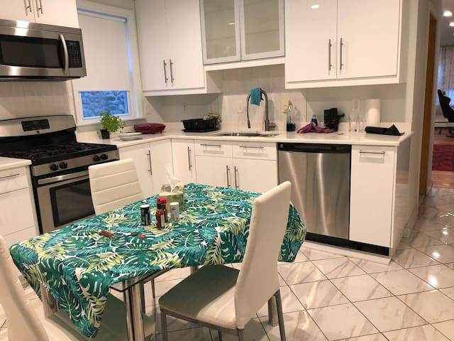 15 min to Boston, 1 Bedroom with Kitchen and Bath