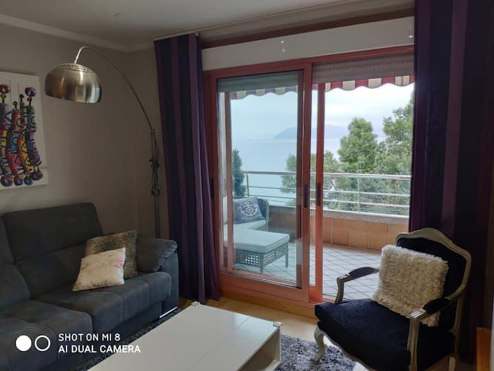 Apartamento con vistas al mar y a pie de playa