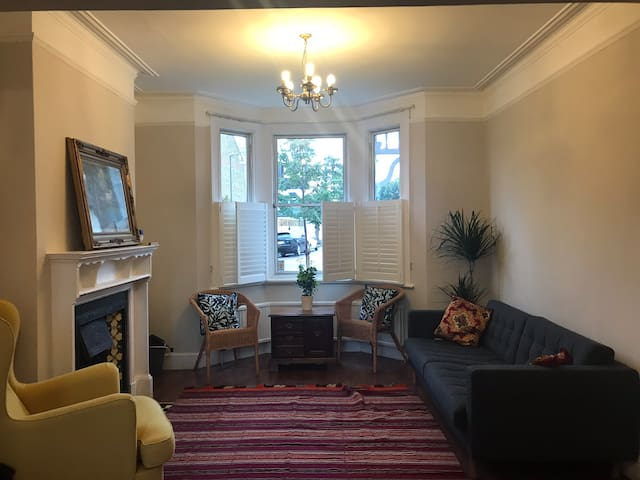 Lovely Double Private Room Wimbledon(tube 3 min)