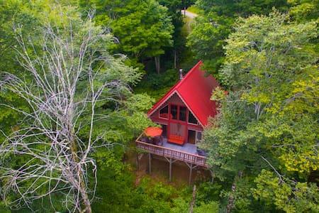 Wolf Cabin Escape - Views & Hot Tub
