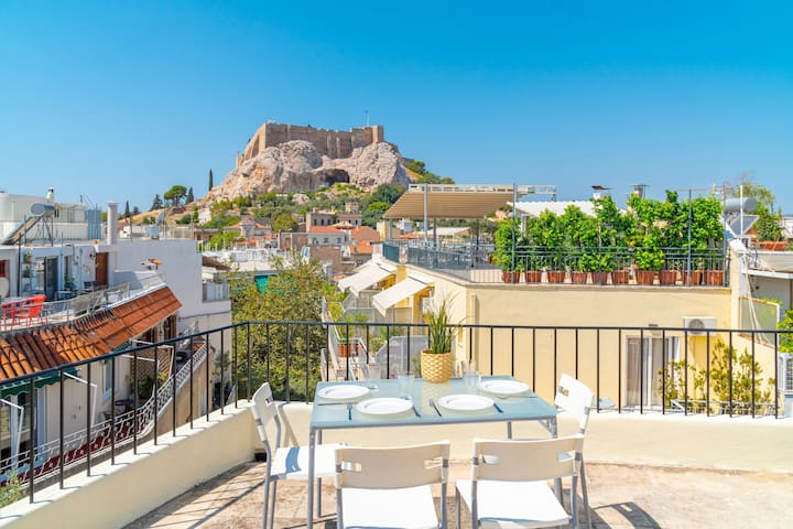 Two-story Acropolis View Loft in Plaka