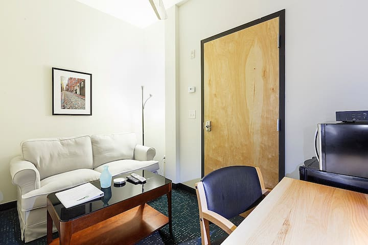 606 Simple Studio in the Heart of Boston!
