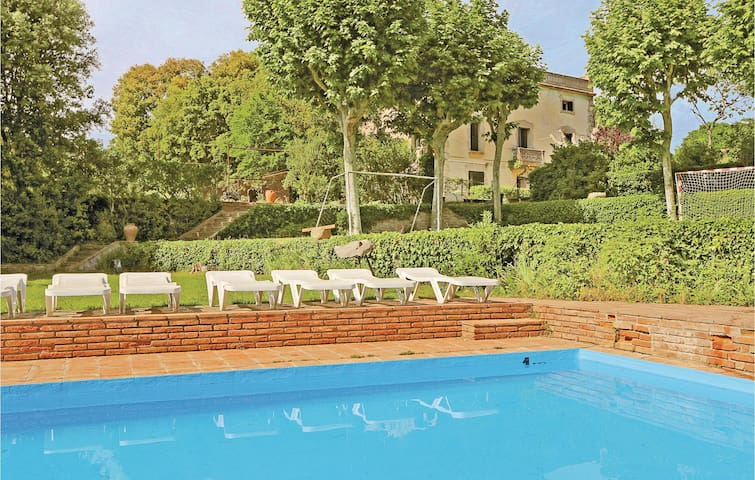 Holiday cottage with 13 bedrooms on 1620m² in Vilanova del Vallès