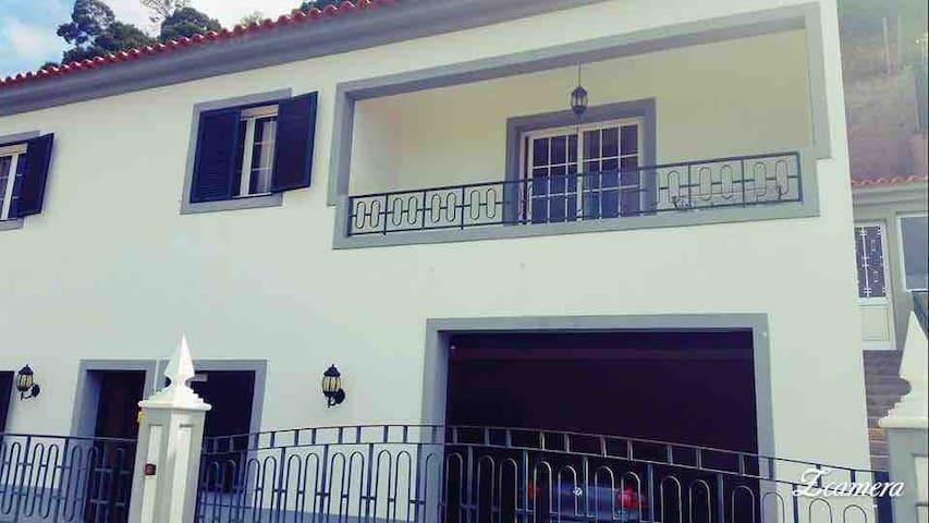 Beautiful villa & garden, ❤️ views of Funchal!
