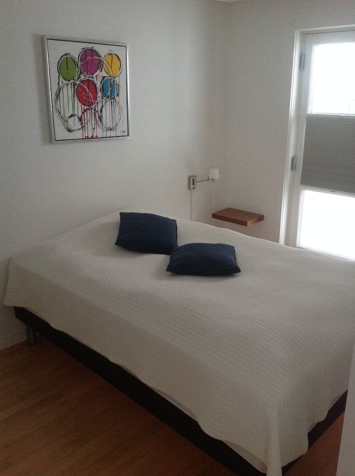 Little bright cosy bedroom, with lots of light from the balcony door. Room is equipped with sunblock blind. Which gives you the possibility for a good nights sleep in the summer, when the sun is up 24/7.