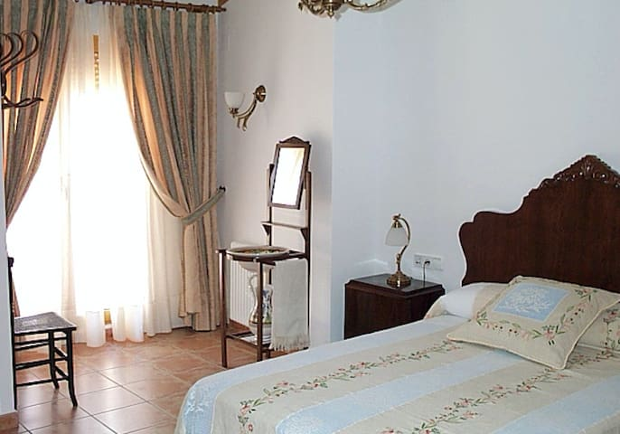 Casa Rosa - Single Room with Bathroom GFF - Alcalalí - Bed & Breakfast