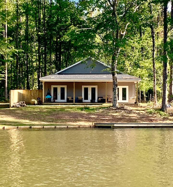 Creekside Cottage @ Lake Martin-Pet Friendly