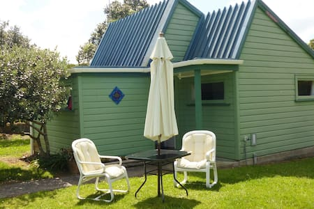 Cute Cottage with River to Swim in, Close to Beach - Oakura