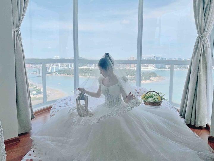 「梦莎」【婚纱拍照】超高层360落地圆窗海景房/浴缸带投影/楼下就是海边/地铁口近鼓浪屿