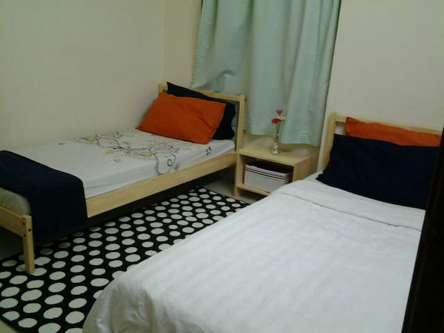 Cosy Clean Safe Quiet Shared Room - Kuala Lumpur - Lejlighed
