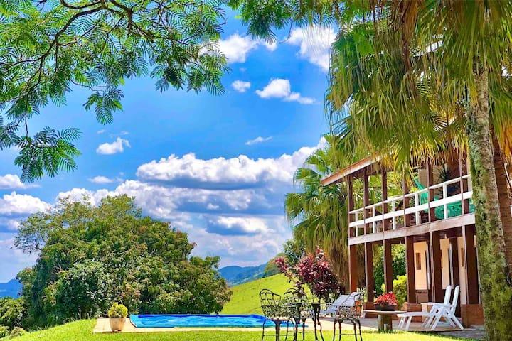 Casa de campo com piscina em fazenda particular