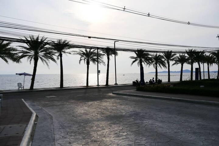 芭提雅中天海滩LUMPINI一卧室公寓,泳池,离海滩近,安静舒适