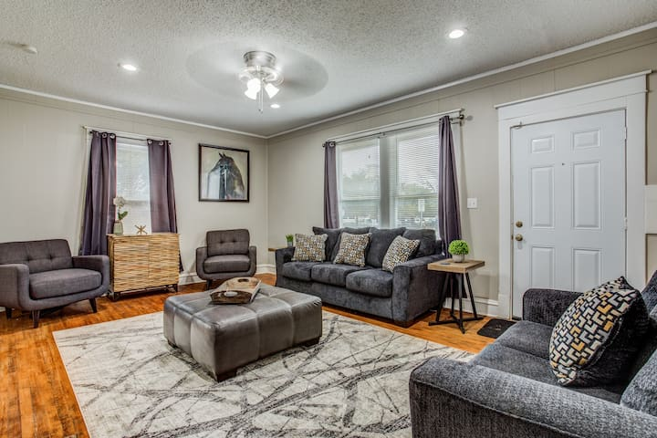 Newly remodeled and furnished house next to TCU